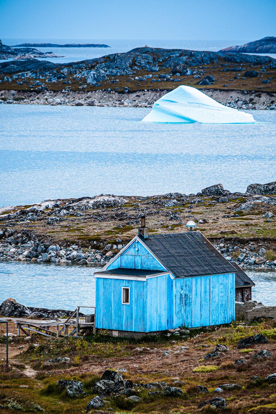 'Privater' Eisberg in Nanortalik, Südgrönland, Grönlands südlichste Siedlung