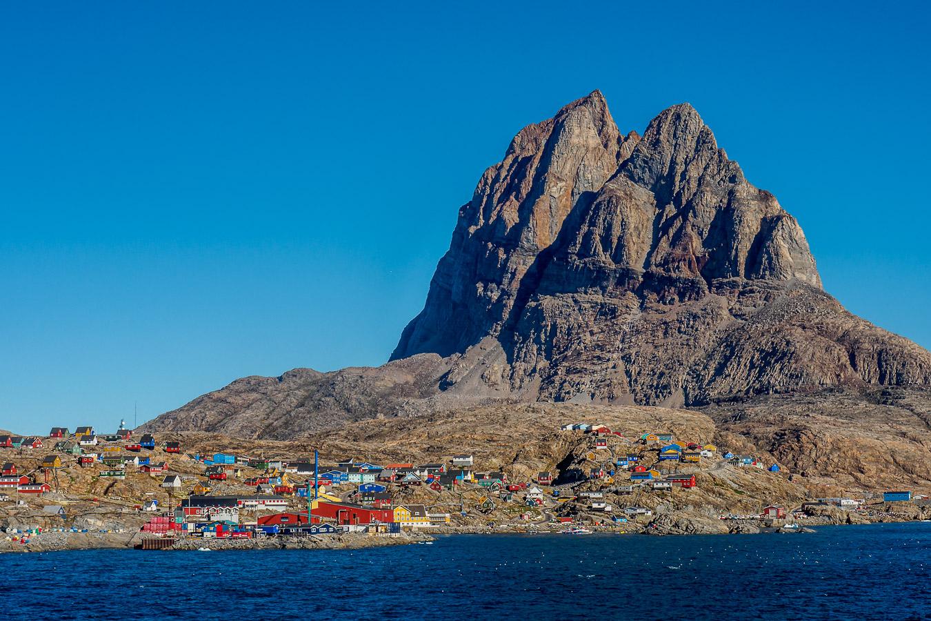 """Uummannaq bedeutet so viel wie """"Robbenherz-förmig"""", 1250 Einwohner, Uummannaq, Westgrönland, 600 km nördlich des Polarkreises"""